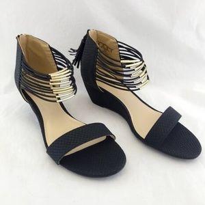 New Covington 9M Sandals Black Back Zip Low Wedge